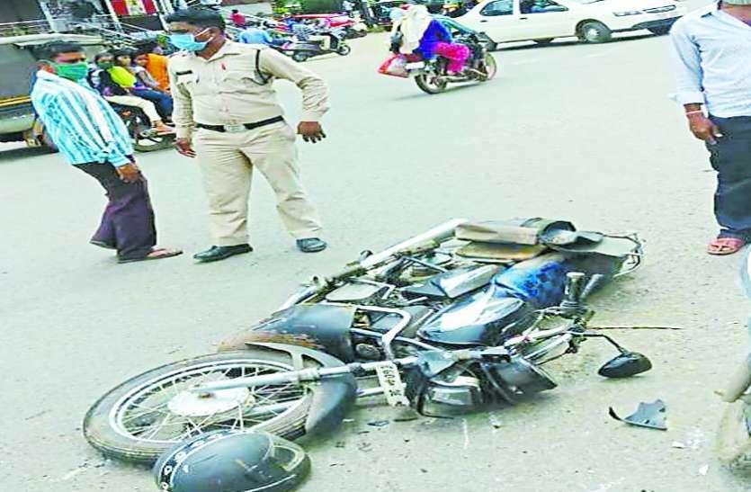 दर्दनाक: इलाज कराने अस्पताल जा रहे पति-पत्नी को तेज रफ्तार ट्रक ने कुचला, दोनों की  मौत, चालक फरार