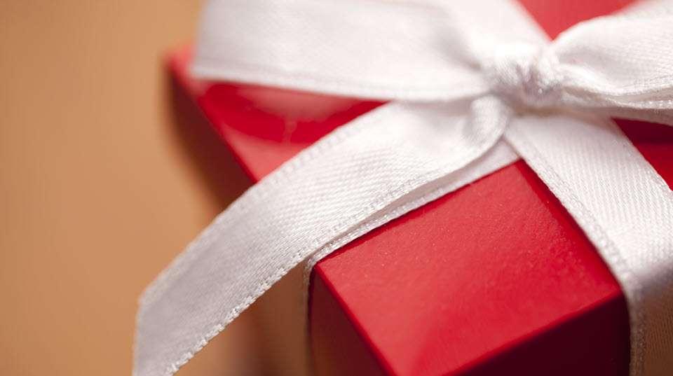 red-gift-box_960x537.jpg