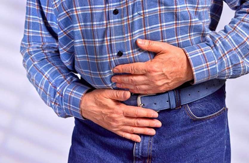खाना खाने के तुरंत बाद सोने से होती पेट संबंधी बीमारियां