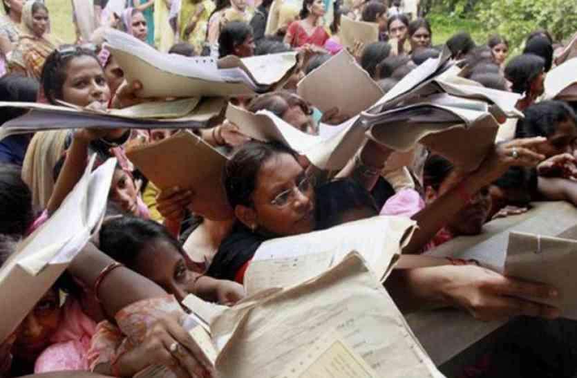 प्रदेश के बेरोजगारों की फीस भी डकार गई सरकार