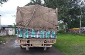 जिस चीज की छत्तीसगढ़ में मची है मारामारी, उसे उत्तर प्रदेश से लेकर खपाने आ रहा था ट्रक, पुलिस ने बॉर्डर पर पकड़ा