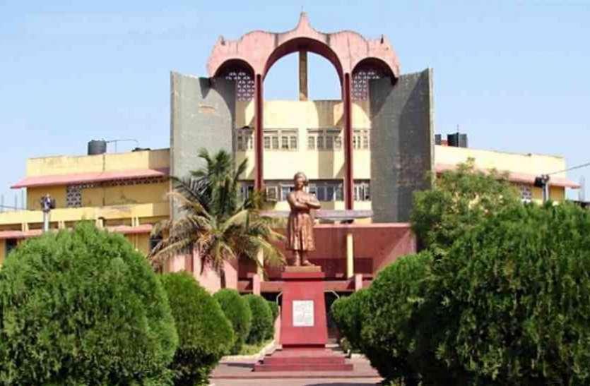 Pt. Ravishankar Shukla University: कॉलेजों में करीब 8 हजार सीटें खाली, दाखिला कल तक