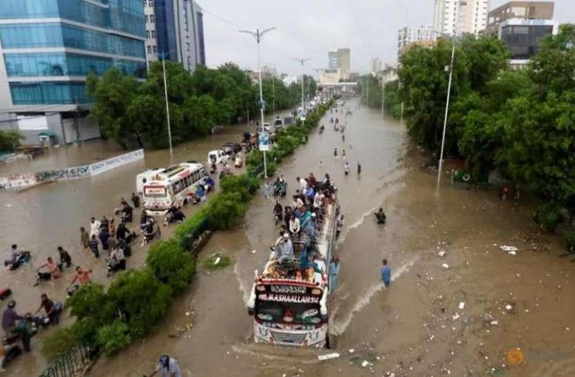 Pakistan में मूसलाधार बारिश के बाद Flood, अब तक 125 की मौत और 71 घायल