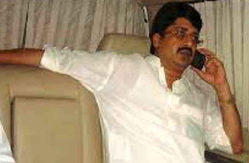 कुंडा विधायक राजा भैया के पिता राजा उदय प्रताप सिंह समेत 11 समर्थक नजरबंद