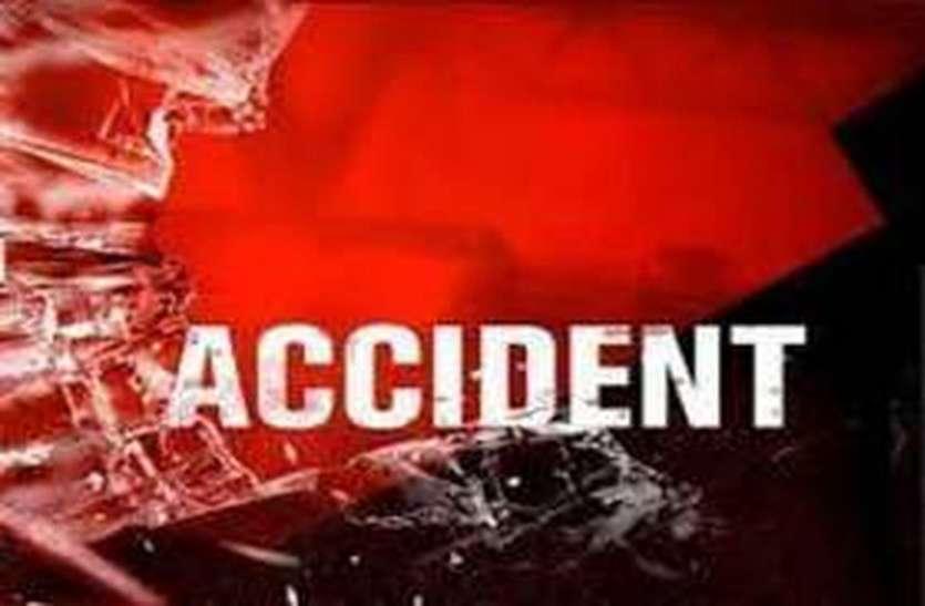 तेज रफ्तार दो बाइकों में जबरदस्त भिड़ंत, एक युवक की मौत, पति-पत्नी गंभीर रूप से घायल