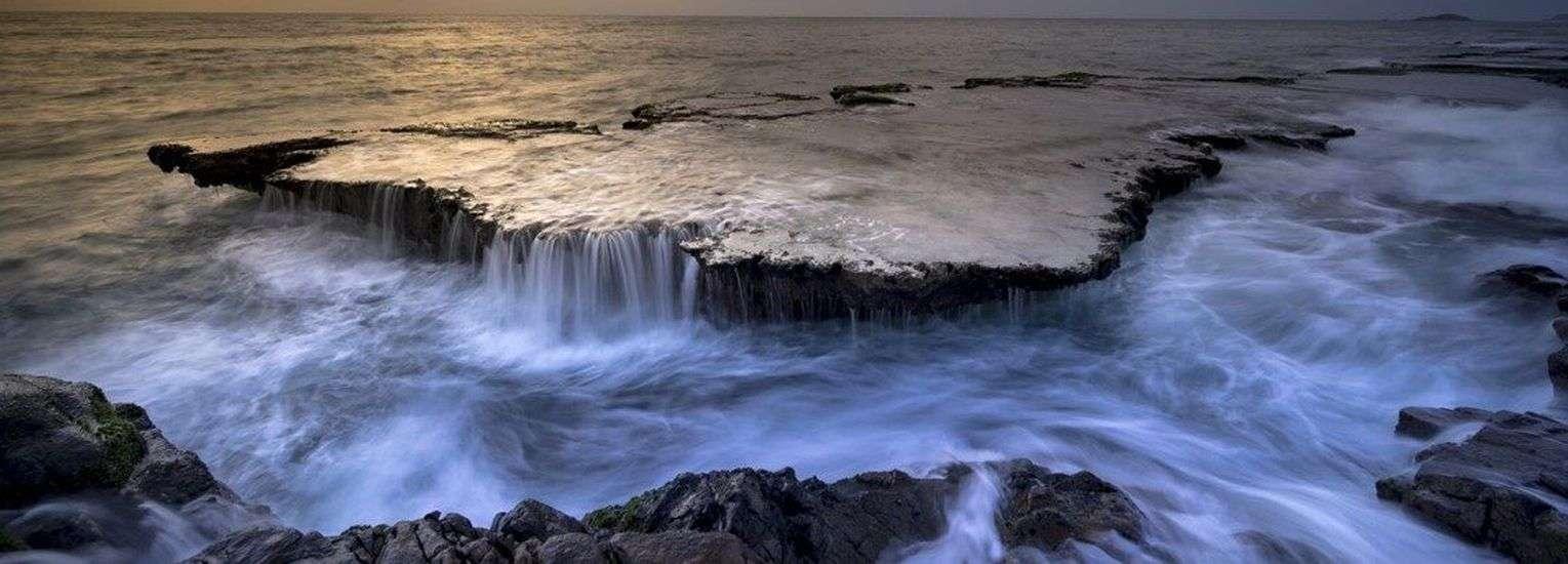 जिन चट्टानों से पृथ्वी बनी है उनमे हमारे महासागरों से तीन गुना ज़्यादा पानी की क्षमता मौजूद