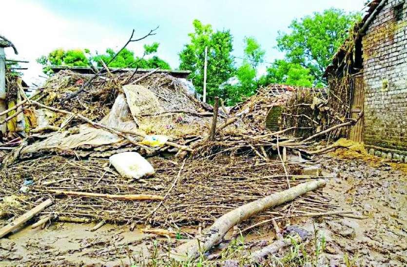 Disaster: 742 मकान धराशायी, एक हजार से ज्यादा मवेशियों की मौत