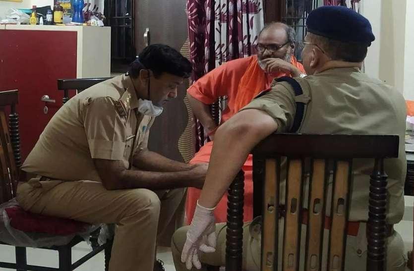 बड़ी खबर: सीएम योगी के आदेश पर यति नरसिंहानंद सरस्वती समेत 12 साधु नजरबंद