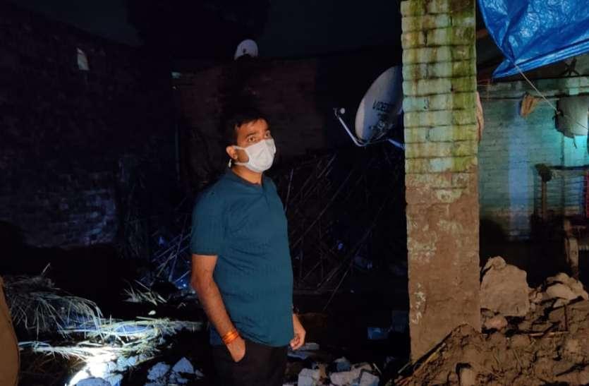फतेहपुर में बड़ा हादसा, मकान ढहने से मां-बेटी की मौत, दो बच्चो की हालत गंभीर