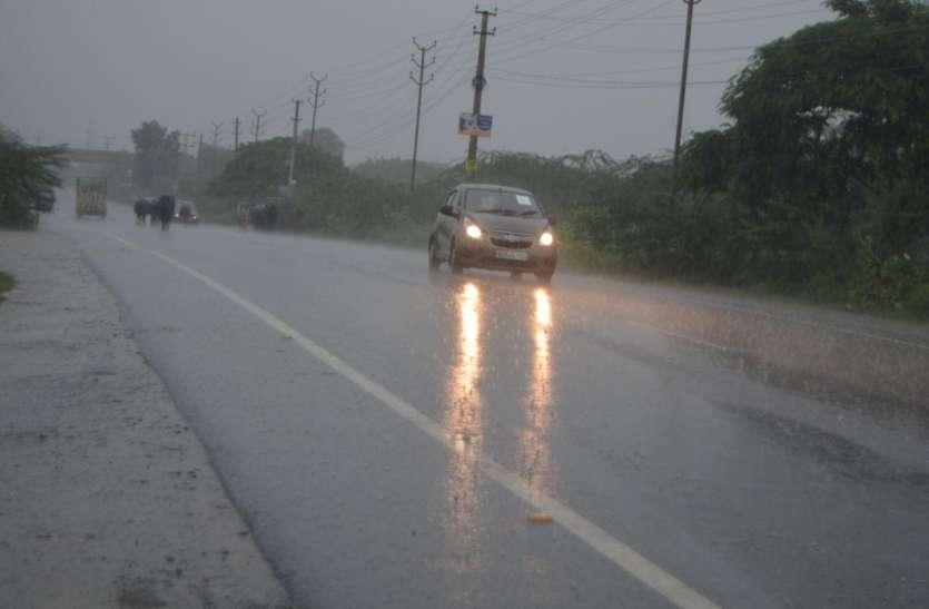 Weather Alert: तेजी से बदल रहा मौसम का मिजाज, इन शहरों में बारिश के आसार