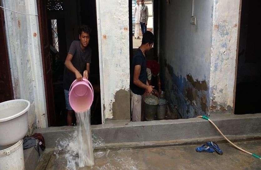 आसमानी आफत : बिजली गिरने से मकानों में दरारें, उपकरण फुंके, बारिश का पानी घुसा