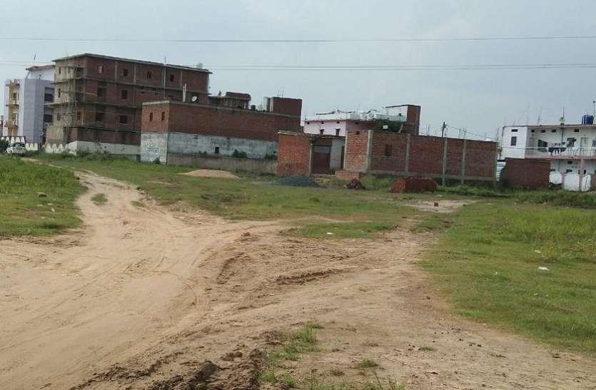 नई बस्तियों में सड़क न नाली, बिना व्यवस्था तन रही बड़ी-बड़ी बिल्डिंग