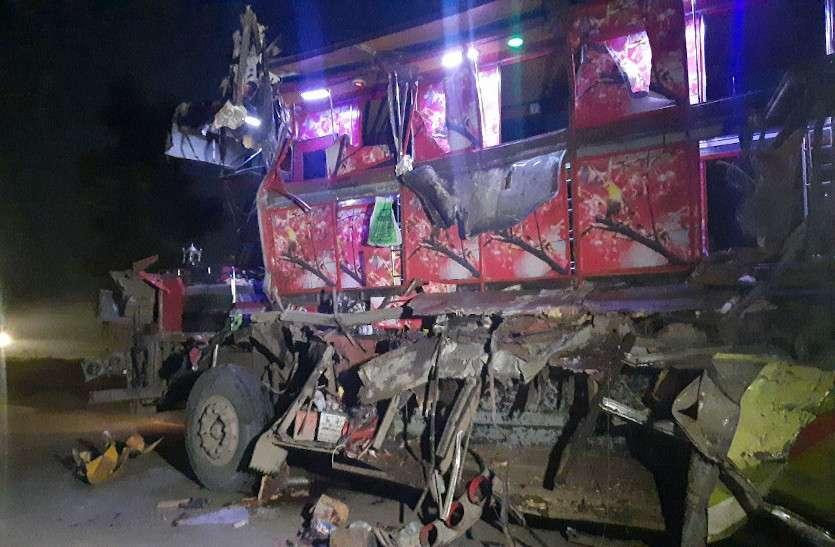 रायपुर सड़क दुर्घटना में 8 की मौत, CM भूपेश ने जताया दुःख, ओडिशा के CM ने किया मुआवजे का ऐलान