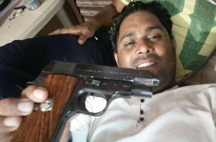 सोशल मीडिया पर पिस्टल दिखाने वाला युवक हिरासत में, पर हथियार नहीं मिला