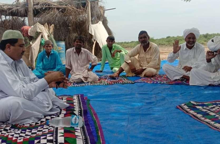 अल्पसंख्यक मामलात मंत्री ने नहरी क्षेत्र में किसानों से की मुलाकात