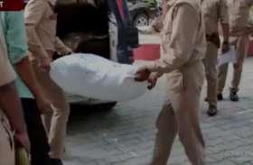 पुलिस ने घेराबंदी कर चार गांजा तस्करों को किया गिरफ्तार, 20 किलो गांजा किया बरामद