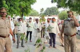 यूपी: अपराध से तौबा कर पौधे लेकर कोतवाली पहुंचे हिस्ट्रीशीटर