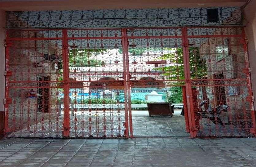 सैनिटाइज के बाद खुला मंदिर,भक्तों ने किए दर्शन