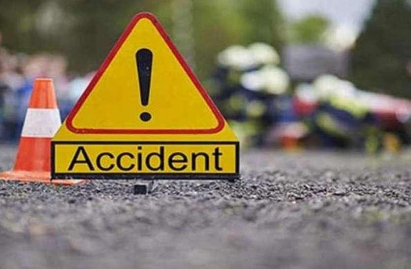 मोटरसाइकिल और ट्रैक्टर ट्राली में हुई जबरदस्त भिड़ंत, दो लोगों की मौके पर मौत, महिला सहित दो बच्चे घायल