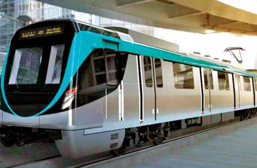 Noida Metro: ब्लू लाइन मेट्रो का इंतजार करते रहे लोग, मास्क न पहनने पर लगेगा 500 रुपये का जुर्माना