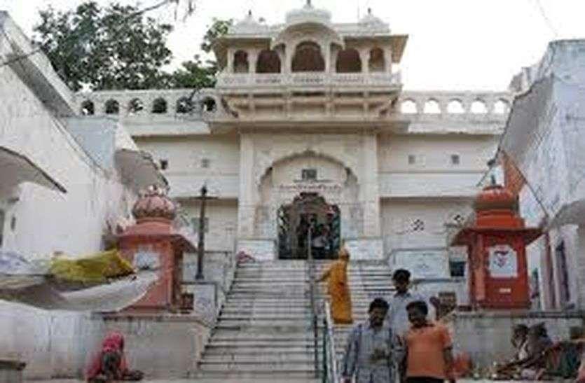 कोरोना का भय : ब्रह्मा मंदिर के कपाट तो खुल गए, दर्शनार्थी रहे कम