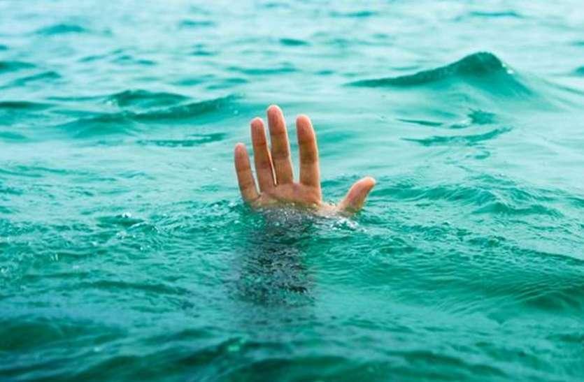 नहाने उतरे दो किशोर तालाब में डूबे, एक की दर्दनाक मौत