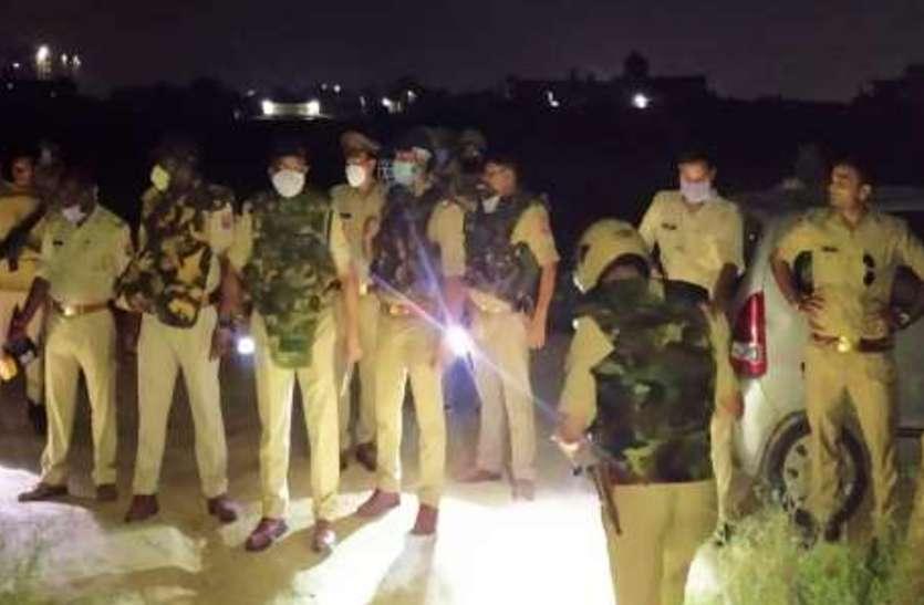 Encounter in Aligarhअलीगढ़ के मंजूरगढ़ी में बदमाशों और पुलिस के बीच मुठभेड़, लूट से पहले ही तीन लुटेरे दबोचे गए