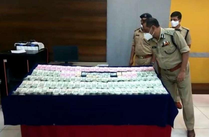 पुलिस को बड़ी कामयाबी, हवाला रैकेट का भंडाफोड़, करोड़ों की भारतीय मुद्रा और हजारों अमरीकी डॉलर बरामद