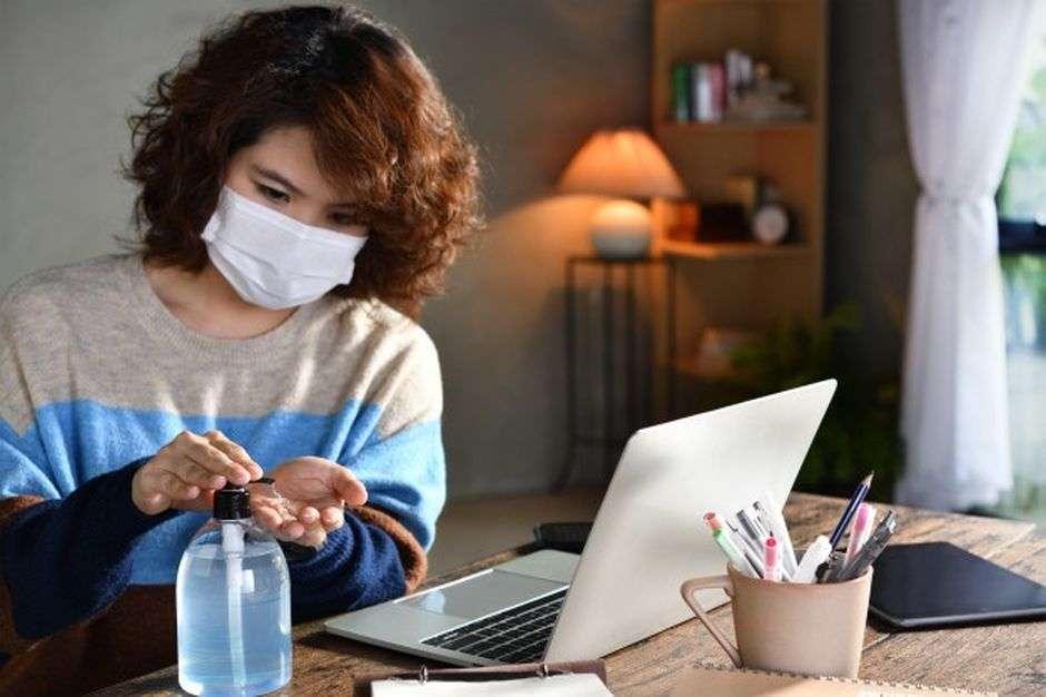 कोरोना अलर्ट: इन तीन आसान तरीकों से बच सकते हैं बार-बार अपना चेहरा छूने से