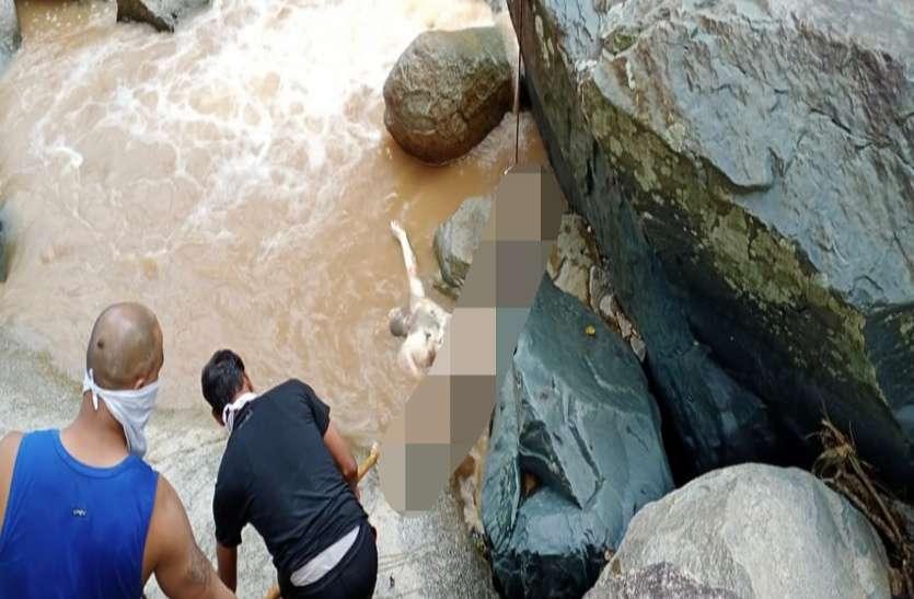 मलाजकुडुम जलप्रपात में पिकनिक मनाने गया बालोद का अधेड़ व्यक्ति तेज बहाव में बहा, 72 घंटे बाद चट्टान में फंसे मिली लाश