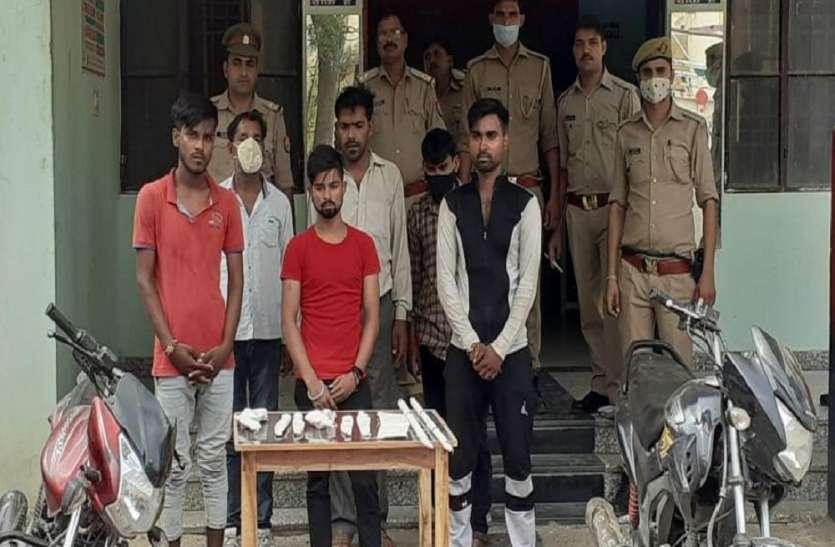 पुलिस ने लूट की योजना बनाते 6 बदमाश किए गिरफ्तार, कई हथियार भी किए बरामद