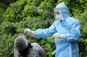 Coronavirus टेस्ट कराने पहुंची गर्भवती महिला, टूटकर गले में फंस गई सैंपल स्टिक, उसके बाद...