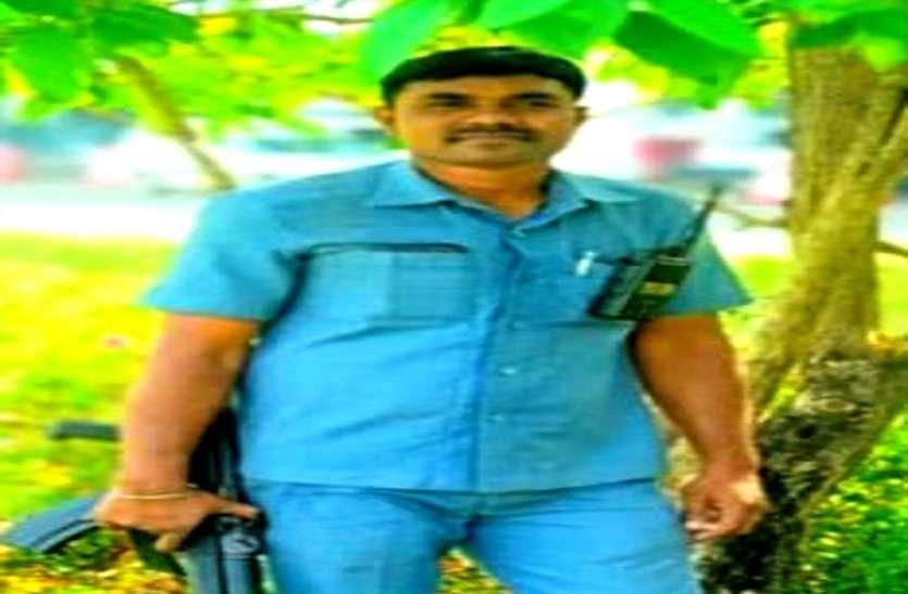 कांग्रेस नेता छविंद्र कर्मा के PSO की कोरोना से मौत, दंतेवाड़ा में ड्यूटी के दौरान बिगड़ी थी तबीयत