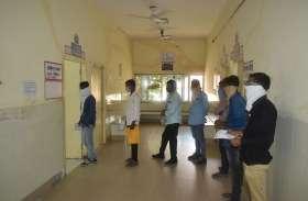 वायरल के मरीजों की संख्या बढ़ी, अस्पतालों में बढऩे की भीड़, सबको कोरोना का डर