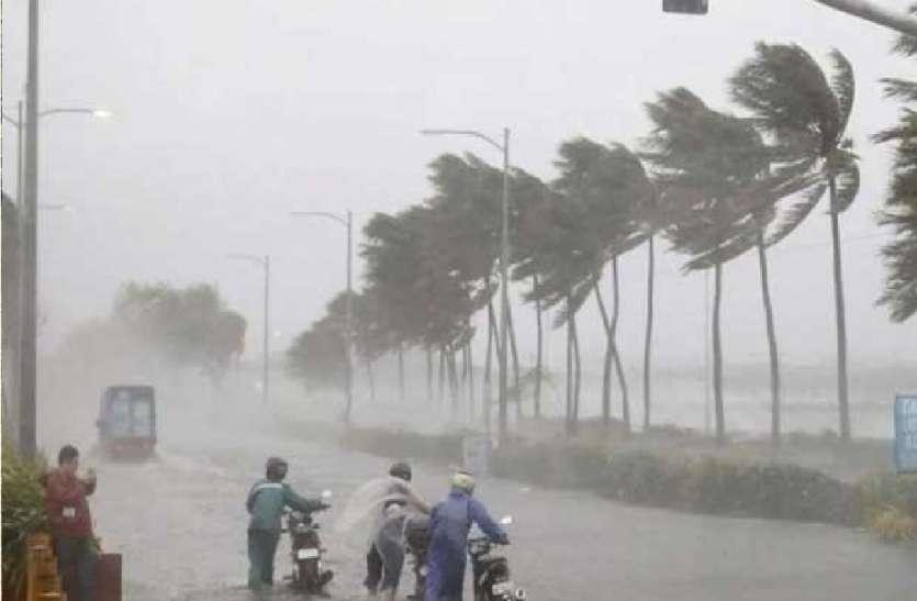 UP Weather Update : यूपी में अगले 24 घंटे में तेज मानसूनी हवाओं के आसार, कई शहरों में होगी भारी बारिश