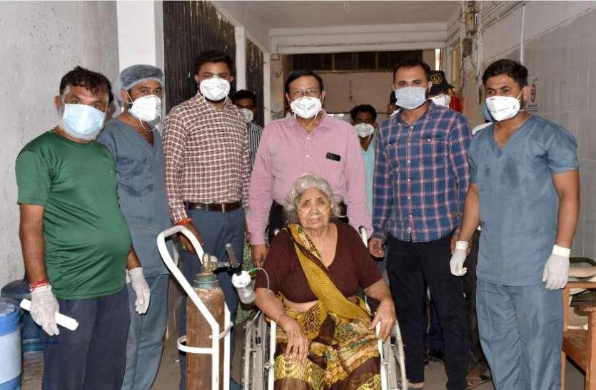 Ahmedabad, Palanpur News : 85 वर्षीया वृद्धा ने कोरोना से जीती जंग