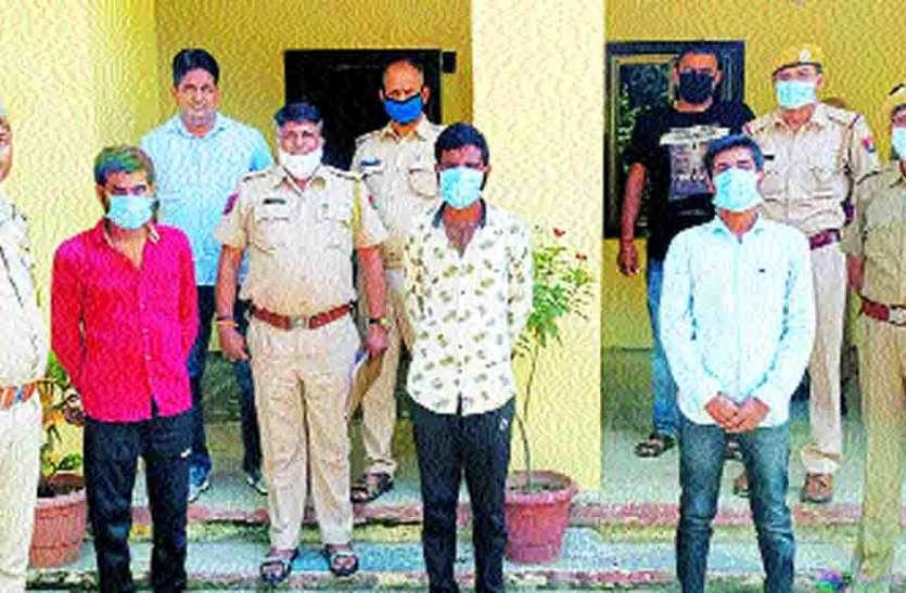 चाकू की नोक पर वृद्धा से लूट करने के 3 आरोपी गिरफ्तार
