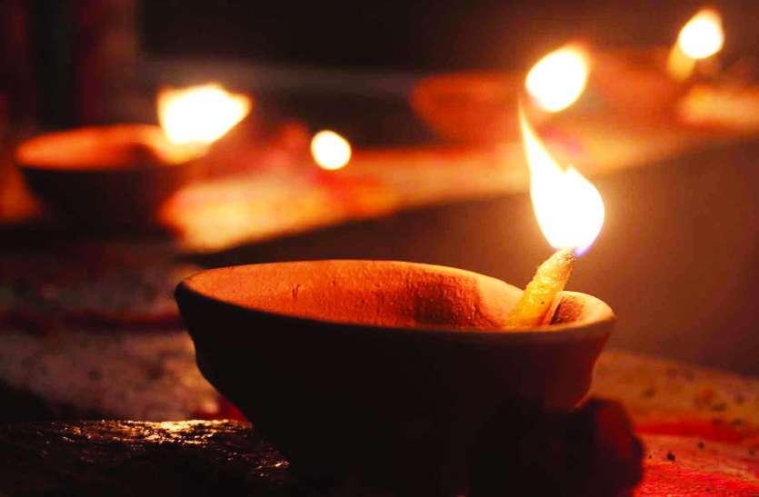 Pitru Diwali 2020 - पितृ पक्ष में इस दिन दीवाली भी मनाते हैं पितर, बहुत पसंद है यह मिष्ठान्न