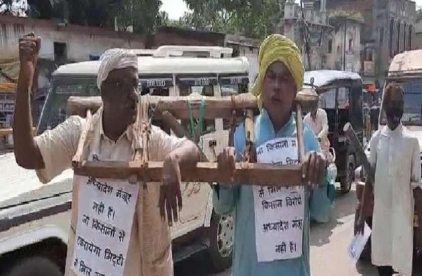 PM मोदी की किसान नीति का चौरतरफा अनोखा विरोध