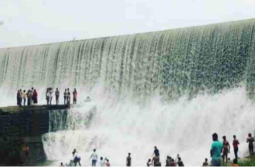 पिकनिक मनाने UP से MP के इस जिले में आए 6 युवक जलप्रपात में डूबे
