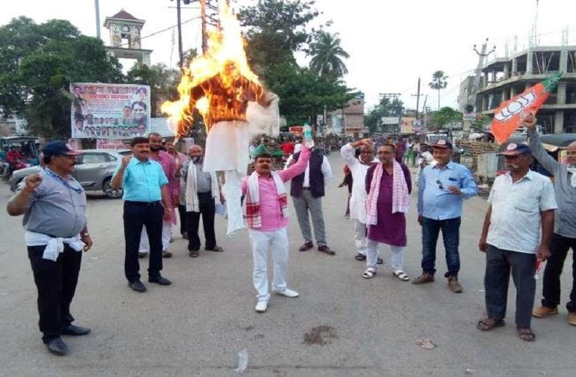 बिहार मे महाराष्ट्र के मुख्यमंत्री उद्धव ठाकरे का पुतला जलाकर रोष जताया