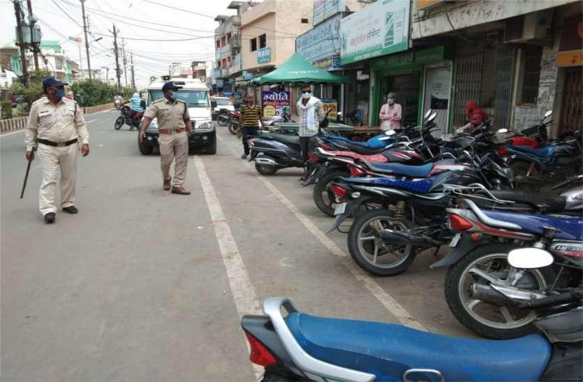 यातायात व्यवस्था संभालने थानाप्रभारी को उतरना पड़ा फील्ड पर
