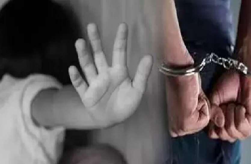 नाबालिग से दुष्कर्म के आरोपी के घर पहुंची पुलिस, चप्पे-चप्पे की ली तलाशी