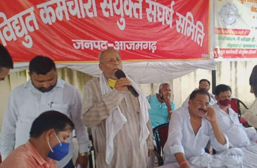 निजीकरण के खिलाफ आर-पार की लड़ाई के मूड में बिजली कर्मचारी, सड़क पर उतरकर सरकार को चेताया