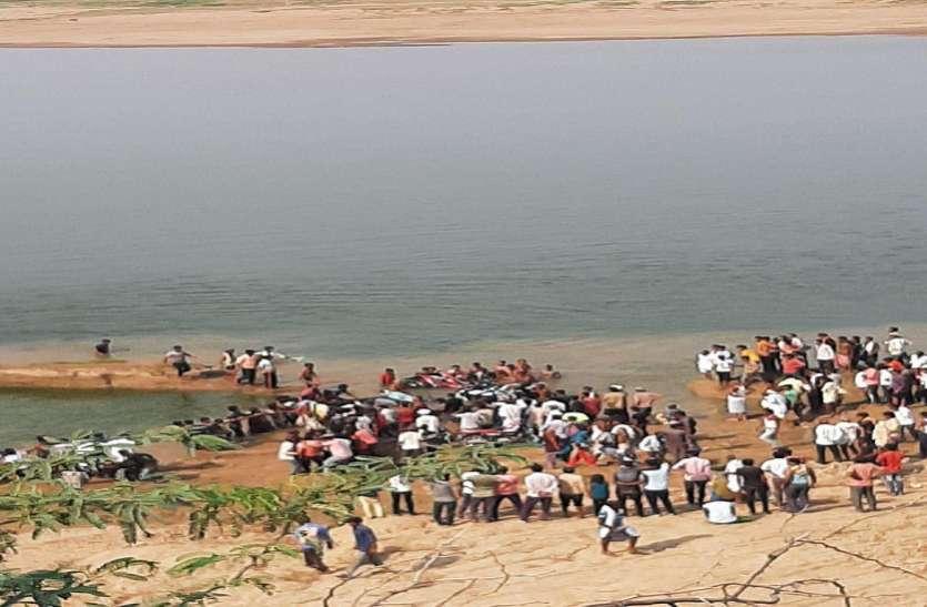 कोटा: चम्बल नदी में नाव डूबी, 40 से अधिक लोग थे सवार, कई लोग डूबे