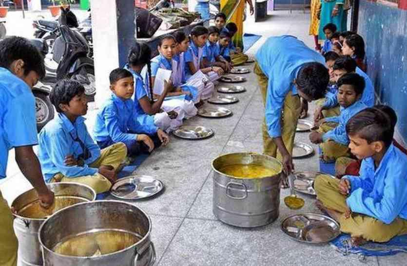 कोरोना बच्चों को मध्यान्ह भोजन देने में छत्तीसगढ़ सबसे अव्वल, अन्य राज्यों में मध्यान्ह भोजन वितरण की स्थिति खराब रही काफी