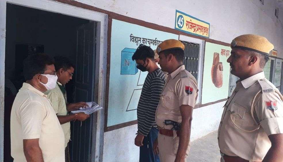 पुलिस सुरक्षा घेरे में परीक्षा केद्र पर आए छात्र को देख चौंके वीक्षक और परीक्षार्थी
