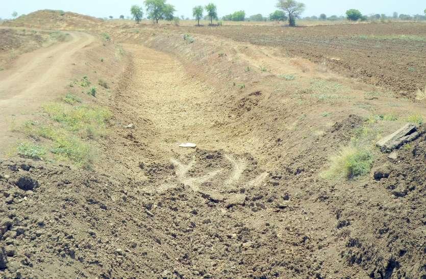 नहर के लिए अर्जित की 90 गांवों की 400 एकड़ जमीन अभी भी किसानों के नाम पर दर्ज