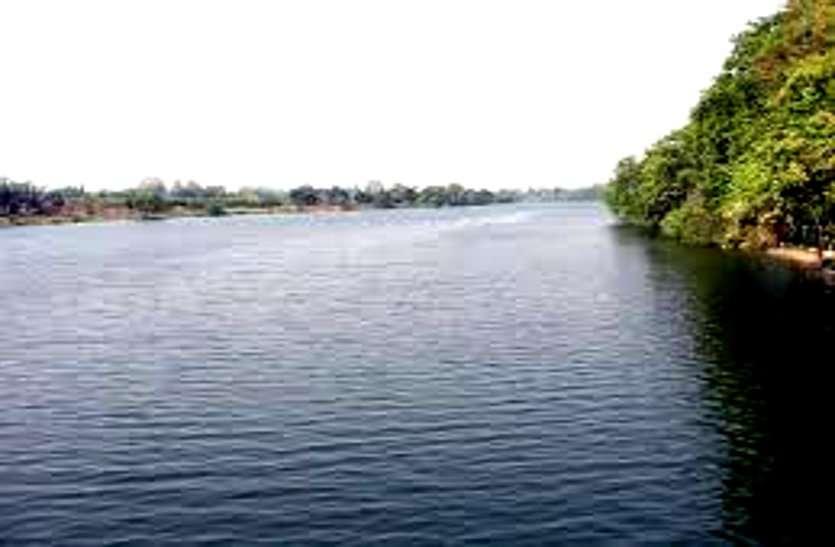 देश की पहली घटना, जब छत्तीसगढ़ के इस गांव को बचाने पुरखों ने मोड़ दी थी नदी की धार, देखने आए थे MP के तत्कालीन CM