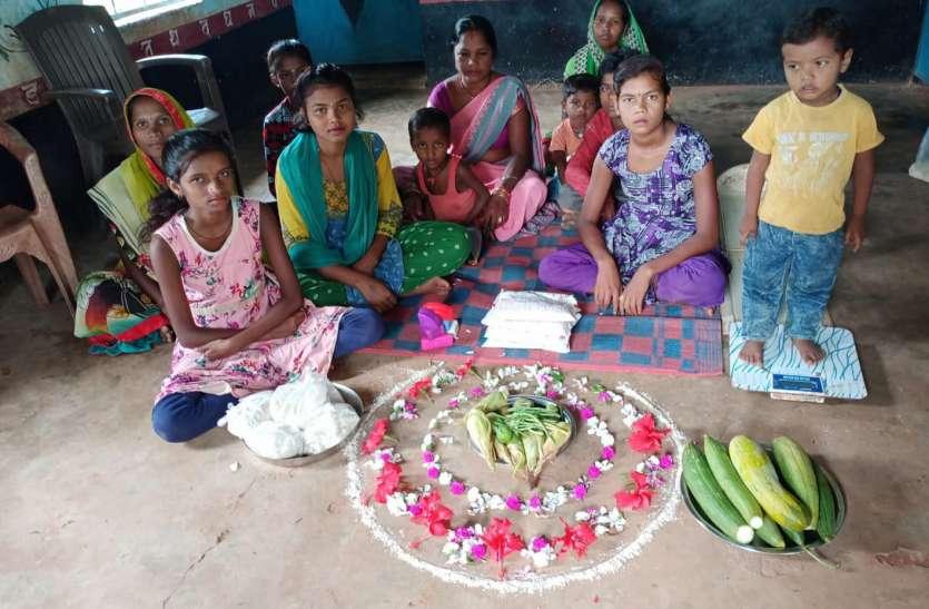 पोषण माह: गांव-गांव संपर्क कर सब्जी उत्पादन का दे रहे संदेश